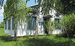 На холме у самой дороги — усадьба Добраничевского музея