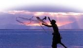 Рыбак в окрестностях Дили