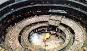 Праздничное представление в доме Хуаньцзилоу