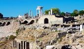 Колонны храма Траяна в Пергаме