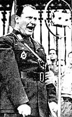 Выступление Геринга на нацистском митинге. 1932 г.