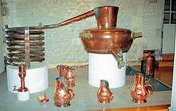 Старинный аппарат для производства виноградного спирта