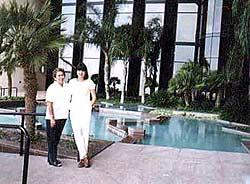 Мы с Мерседес в Мексиканском консульстве в Техасе. Визы в Мексику уже вкармане