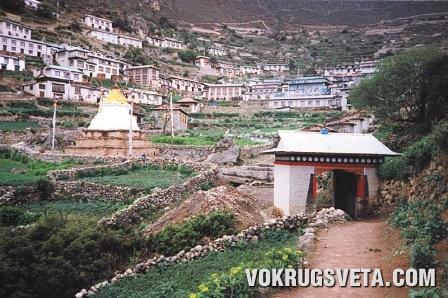 Вход в селение Намче-Базар