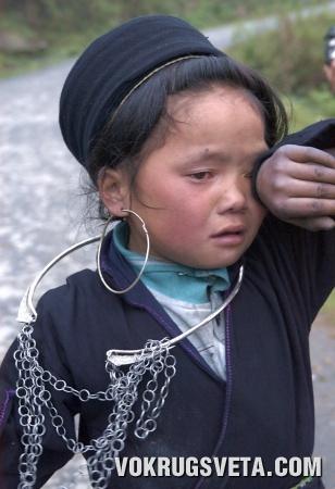 Девочка  плачет…