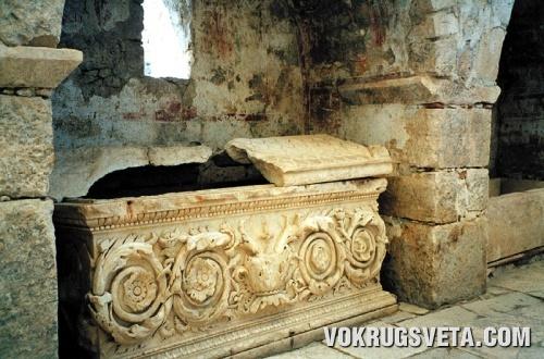 Саркофаг святого Николая?