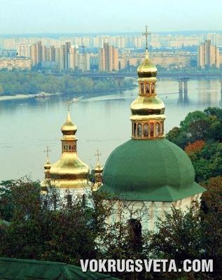 Киев. Вид на левый берег Днепра и мост Патона