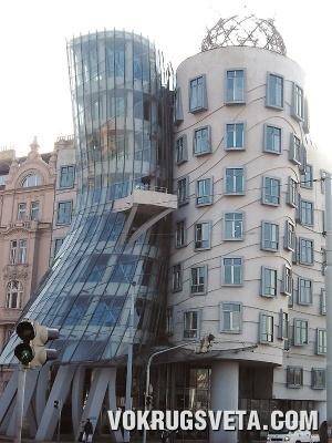 Прага. Падающий дом