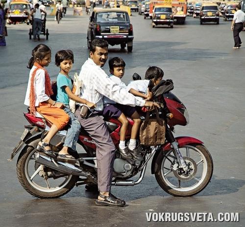 На одном мотоцикле