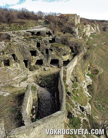 Двойные стены Джуфт-кале