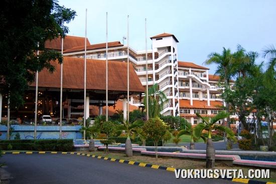 Отель у океана