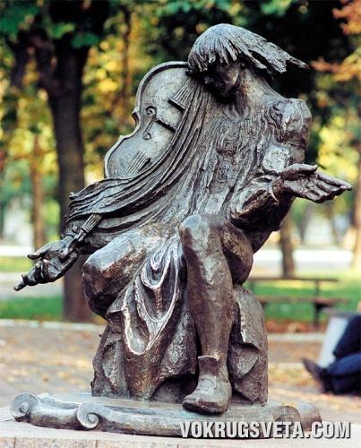 Глухов. Памятник композитору Максиму Березовскому