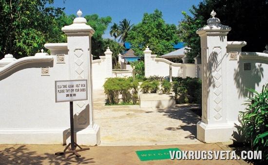 Ворота в мавзолей Масури