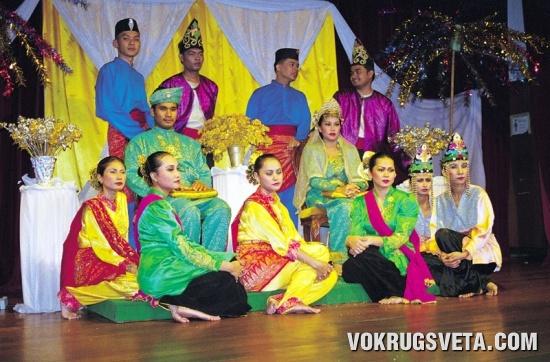 Современные малайские красавицы