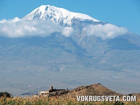 У подножья горы Арарат
