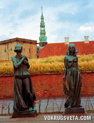 Скульптуры Гамлета и Офелии
