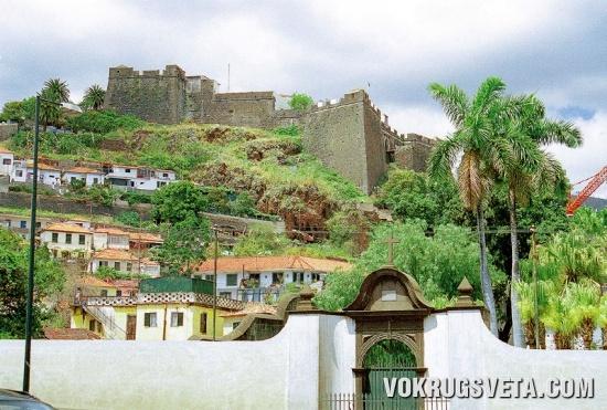 Вид на крепость Форти-ди-Пику
