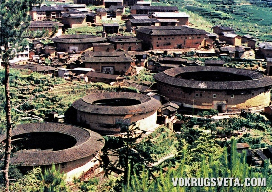 Круглые дома в деревне Чуси