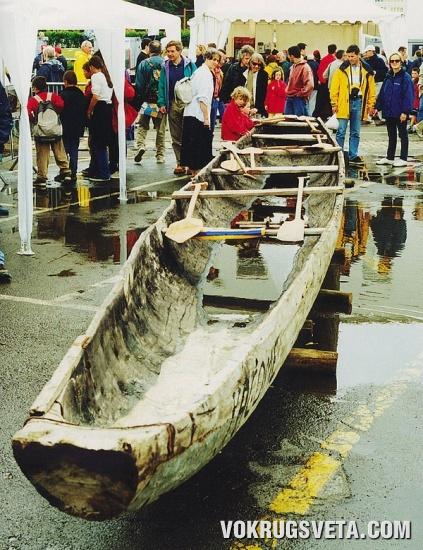 Лодка-долбленка. Брест. Франция
