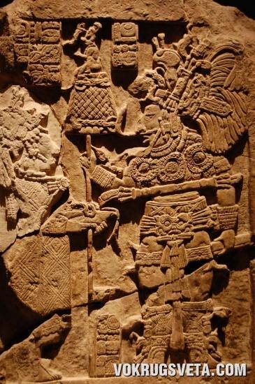 барельеф с изображением воина