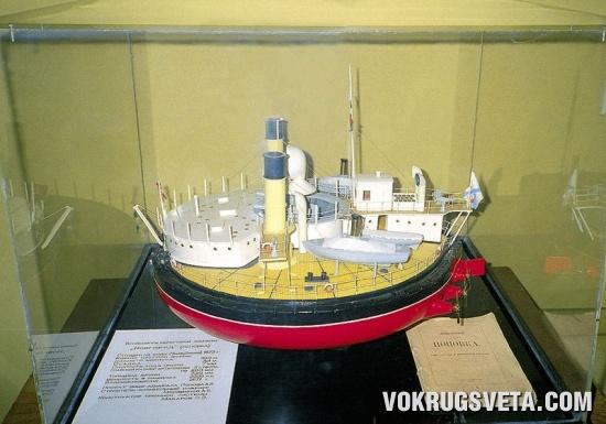 Макет броненосца береговой охраны «Новгород»