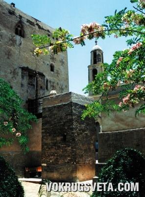 Башня-форт монастыря Аль-Мухаррак