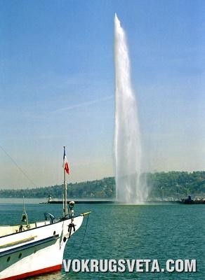 Фонтан на Женевском озере