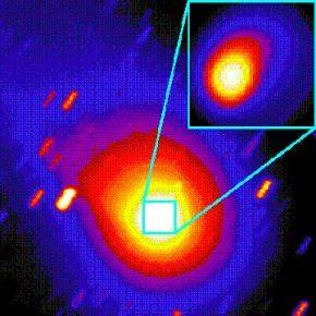 Изображение кометы Свифта-Туттля с телескопа, которое получено в результате объединения четырех отдельных экспозиций