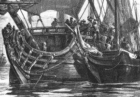 Пираты берут торговое судно на абордаж